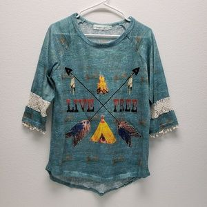 Southern Grace Hi-Low Live Free Graphic Top Sz Med